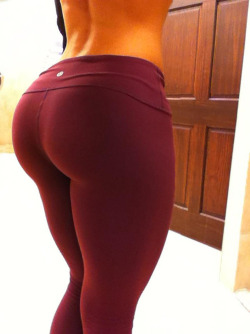 skeletorisgreatest:  Perfect. Shape. - Imgur  I <3 yoga pants :3