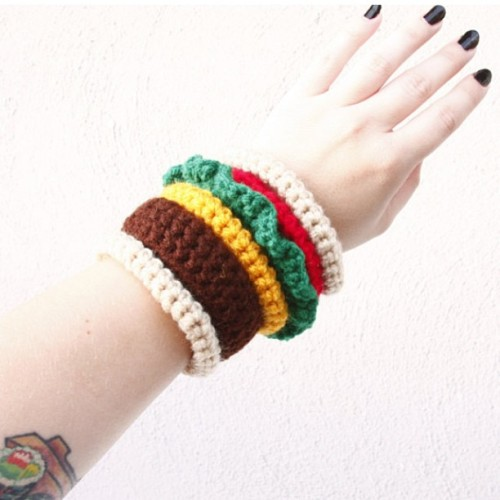 🍔 Burger Bangles 🍔 up in the store now! Just in time for some summer cookouts! #crochet #crafty #burger #bangles #cheeseburger #fashionfoodie #fashion #foodie #yarn #hustleandsew  (at Crochet Castle Dos)