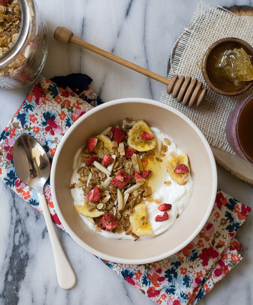 wehavethemunchies:  Strawberry and Banana Four Grain Granola