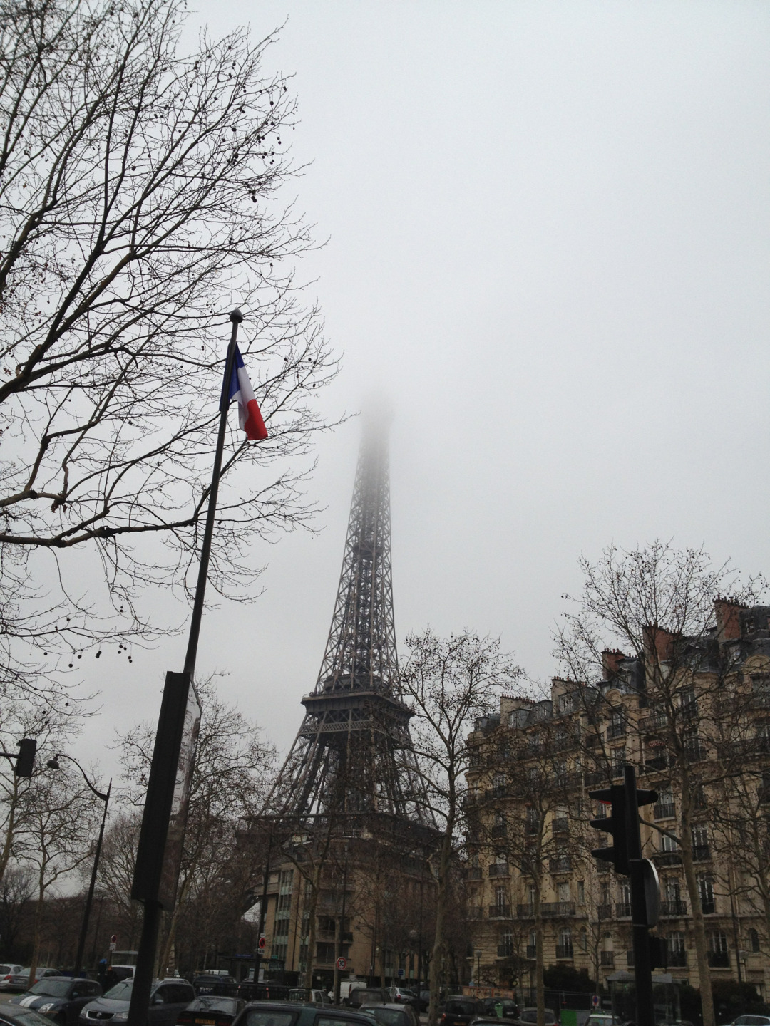 Ongoing gray skies in Paris this morning.  Contrast with http://newsweek-paris-france.tumblr.com/post/37706986703/a-crisp-cold-morning-this-morning-in-paris-with  — CMSD