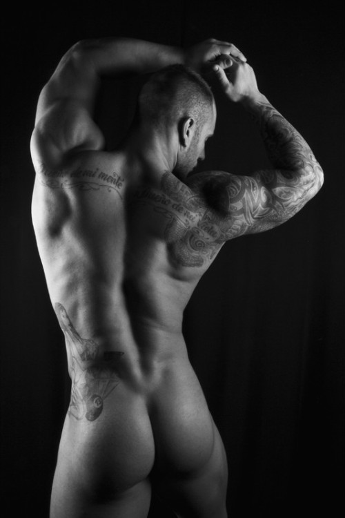 argen-ladd:  Awesome butt in B&W!!! Visit: http://argen-ladd.tumblr.com for lots more!!!  Damn, this is so hot.