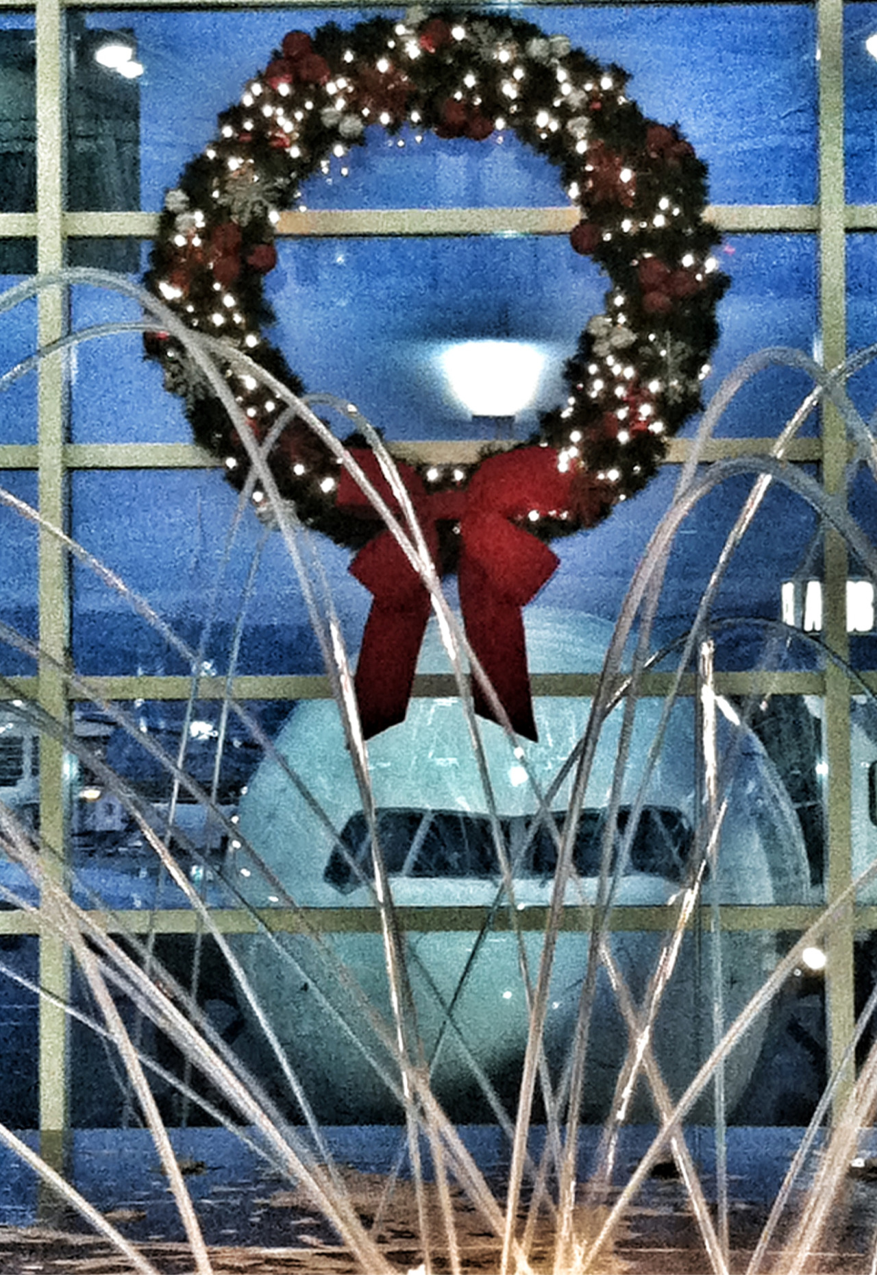 diversified-interests:  Christmas at DTW  Festive airport! #TCHolidayLights