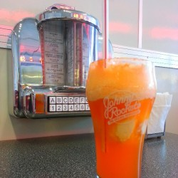 Orange float. #yum  (at Johnny Rockets)