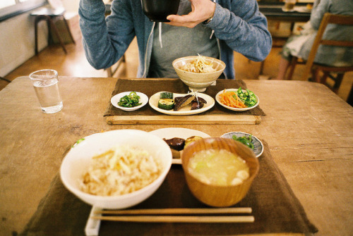 dreams-of-japan:  lunch by hiki. on Flickr.
