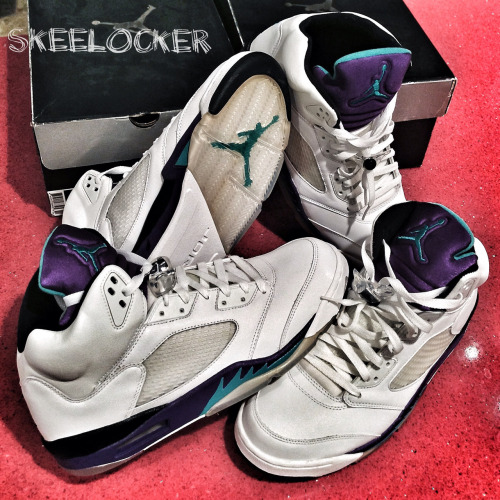 #SkeeLocker 005/365: The first Air Jordan V Grape/Emerald retro. One my all time favs… Not only showing because its the 5th day, but had to showcase some Purple to support the Vikings! See you at Lambeau tonight, I'm off to Green Bay 👿