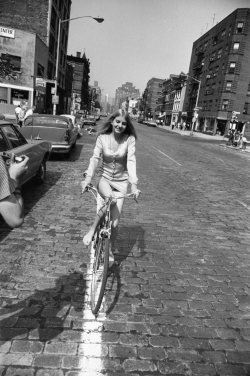 This woman, riding through the cobblestone streets of San Francisco in 1975, feels so modern and effortlessly sexy. A woman in charge of the moment and her own life. Found on toryburch:  G is for Garry Winogrand Street-style photographer before there was a thing called street style. A new retrospective at the San Francisco Museum of Modern Art spotlights his striking images of everyday postwar America. Woman Riding Bicycle, 1975 by Garry Winogrand; used with Permission © The Estate of Garry Winogrand, courtesy Fraenkel Gallery, San Francisco