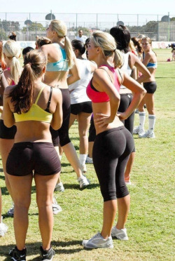 itwillbehard:  She must squat.  Look at torso…now look at legs… Look at her torso…now look at her legs. NOW, look at her ass. It just doesn't add up. How?! What do I need to do?! Someone…Anybody…