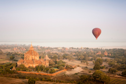 condenasttraveler:  The Grand Tour of Asia: Burma | Balloons over Bagan