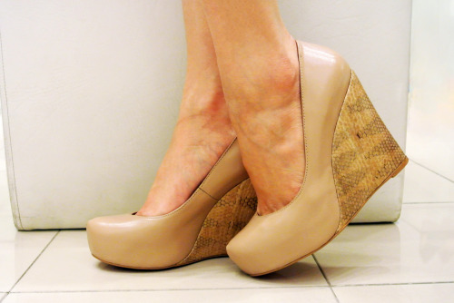 SHOES OF THE DAY Skin tones, these are shades that create longer and sexier legs, and not only that but with this hue you can match it with almost everything in your wardrobe! Check out these new nude snake skin wedges by Janylin! Take them to the office or walk in them everywhere and you'll have legs that will go on forever and ever. Always comfort and style by Janylin shoes. Available in all Janylin branches nationwide! Happy Shopping!