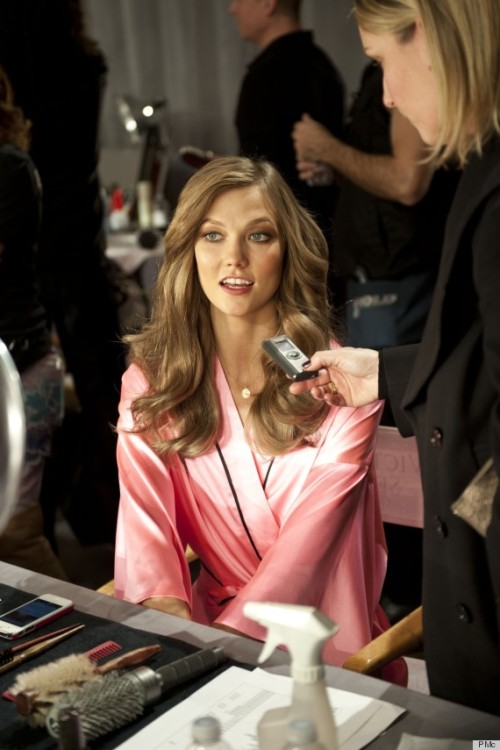 vs-angelwings:  Backstage at the 2012 vsfs with Miss Karlie Kloss