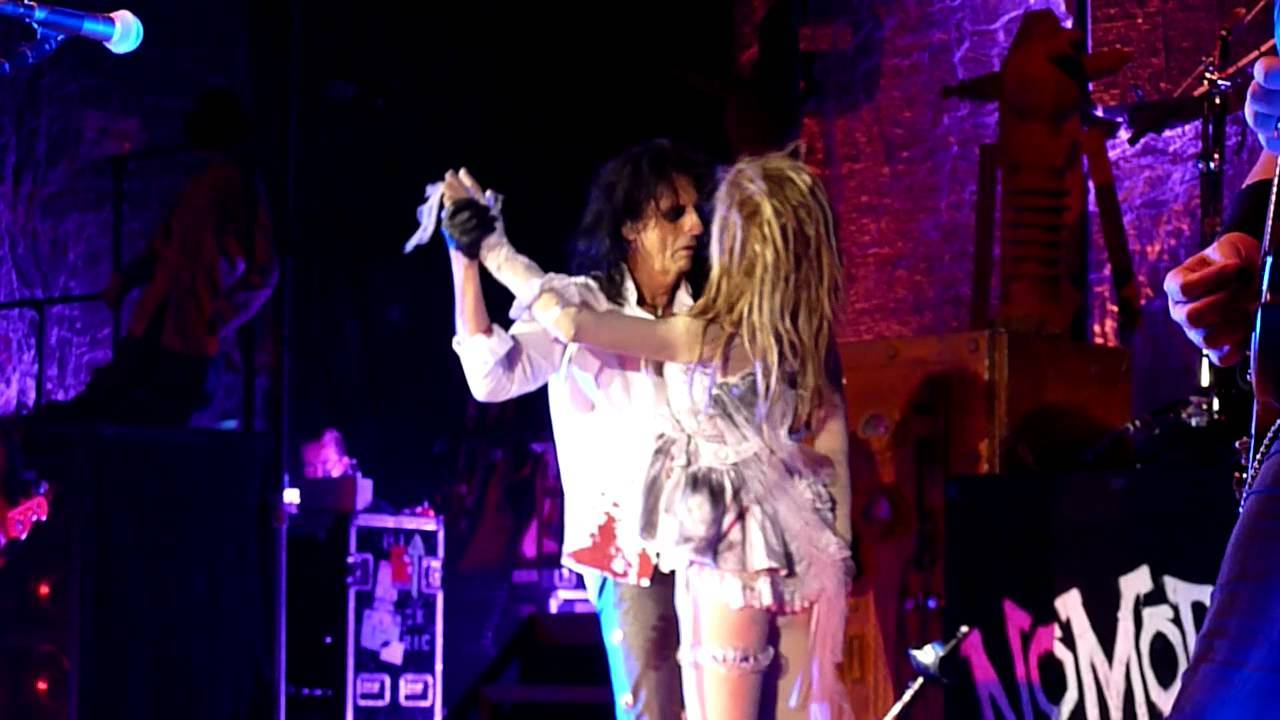 Only Women Bleed (1975)[youtube=http://www.youtube.com/watch?v=XYtmvZDRAOU&w=560&h=345] Alice Cooper My beloved late aunt…View Post