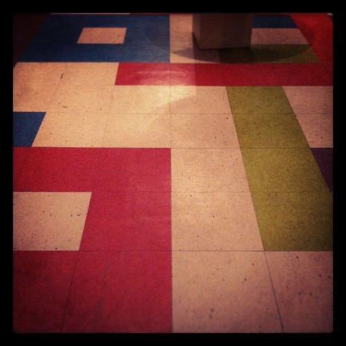 Think outside the box. Found this wonderful linoleum floor along York Blvd. in Highland Park last weekend, and it's inviting me to come back and have a second look.
