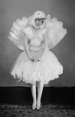 sisterwolf:  Francis Cuyler dressed as a bird - E.O. Hoppe, 1925
