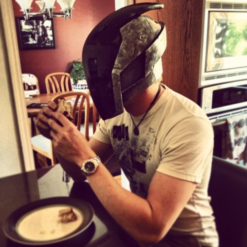stevenmeissner:  On nom nom #borderlands #zer0 #helmet #sammich #foodie