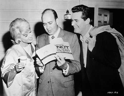Carl Reiner regales Doris Day and James Garner on the set of The Thrill of it All