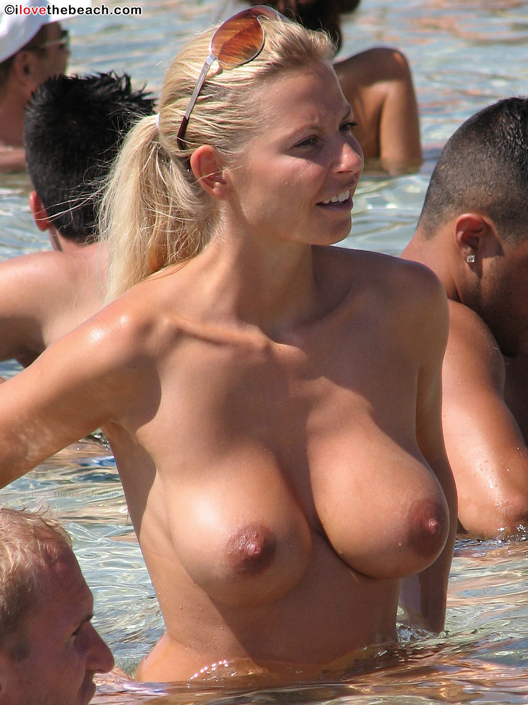 the-naked-beach:  www.nakedbeach.us