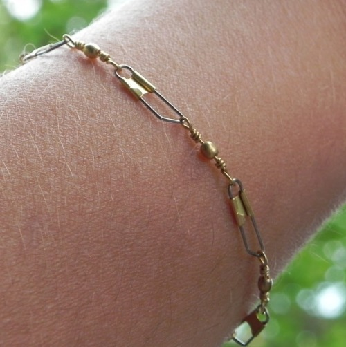 truebluemeandyou:  DIY Delicate Fishing Supplies Bracelet Tutorial from Smart N Snazzy here. I usually post hardware DIYs but this bracelet is so easy to make and the supplies come from the fishing department. NO CLOSURE NEEDED.
