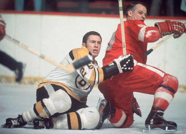 Gordie Howe looks for the puck during a 1964 Bruins-Red Wings game. (Neil Leifer/SI)