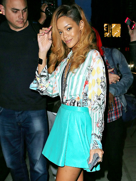 RIHANNA ON-THE-GO IN NYC: The beautiful Rihanna looked very chic on the streets of N.Y.C. yesterday! I'm loving the outfit! The colors are so Summer-y and she rocks them well!  xo Follow @rozOonTheGo photo: jackson lee
