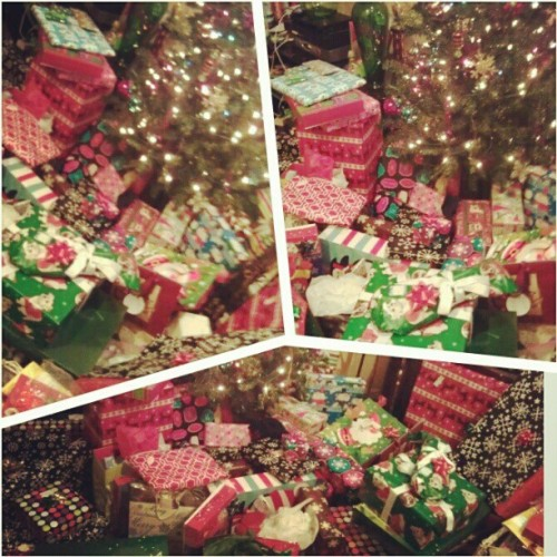 #Presents #Presents #Presentserrwhere  Hahahaha……loving Christmas!!…about to dig in! Merry Christmas to All! #merryxmas