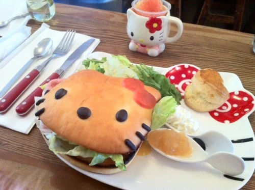 ohmyasian:  (via lyric-and-rhyme) 2676. Hello Kitty Burger. Oh man, I can't handle this much Hello Kitty!
