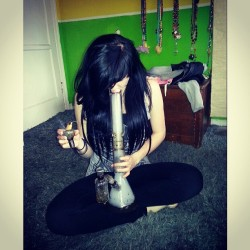 Poke smot. #weed #smoke #bongbeauties #420barbies #faded #bongs #scenegirls00 #cincodemayo #smokebreather #highlife #instamood #instagood #photooftheday #potheadnation #weedandwomen #weedstagram420 #sunday #girlswhosmokeweed #girlswithtattoos #girlsgoneweed