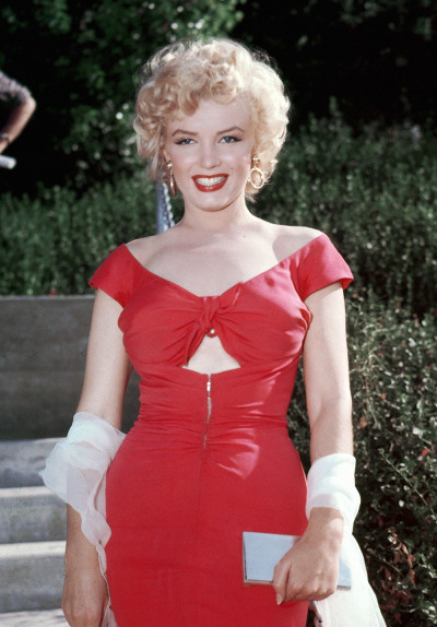clarabows:  Marilyn Monroe in 1952.