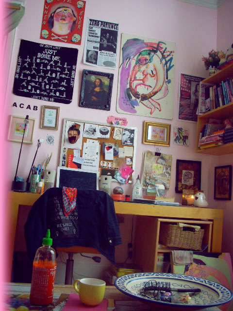 wwhatwa11flower:  charlinebataille:  introducing my sweet/weird home  oh my god