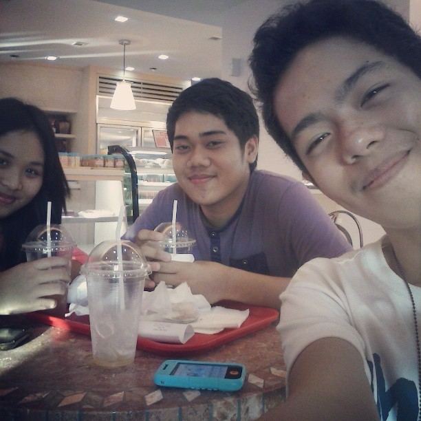 Merienda with @6kamiyu and @decaf25 lately in Cakeland :) tnx sa pagdamay xD (at Edna's Cakeland)