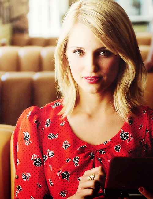 01 / [100] pictures of: Dianna Agron