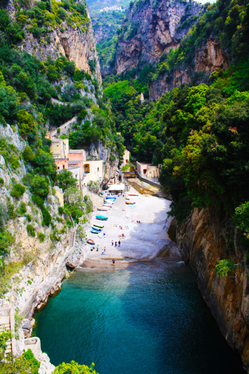 travelingcolors:  Hidden Beach in the Amalfitan Coast (by Antonio Biancardi)