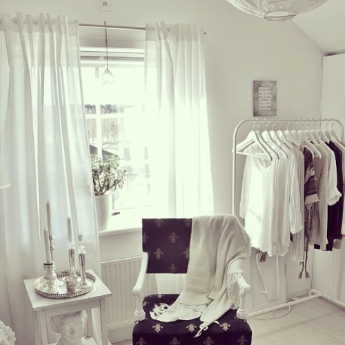 lately i've been craving an all white bedroom….