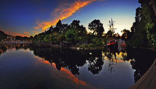 sapphire1707:  Waiting For Fantasmic by WJMcIntosh on Flickr.