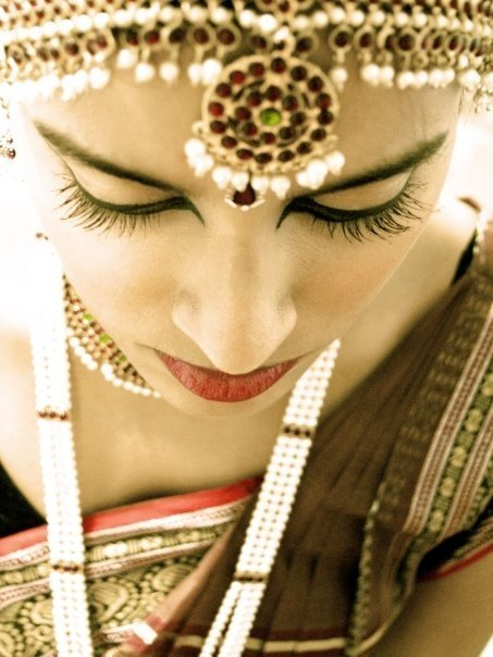 two-browngirls:  A click of a friend before a Bharatanatyam performance, taken by yours truly ;)  - S