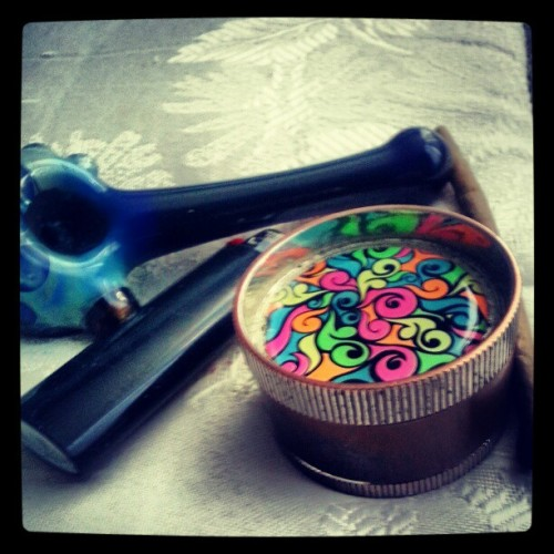#goodmorning #wakeandback #purple #preroll #bed #smoke #420 #bowl #grinder #blunt #lighter #dutch #black #blue my #bowl name is#bubbles