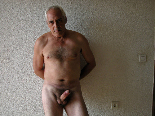 allmydadfetish2:rallyslittle-corner:submission from javiervte…what a man!thanks!!!Join Chaturbate…Dads, bears and chubs online, 100% free