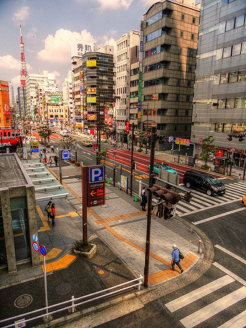 dreams-of-japan:  Light traffic at Tokyo by Roogeri on Flickr.