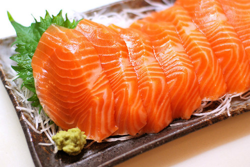 japanlove:  sashimi: salmon trout (from Chile)  by [puamelia] on Flickr.  Yumm yum for the tum tum