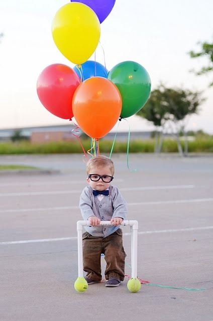 chicabrownie:  So cute. He's the old man from Up!  awwwwwww!