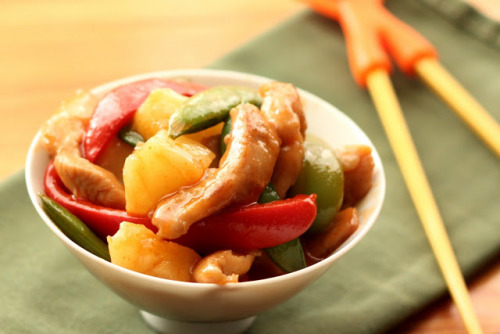 in-my-mouth:  Sriracha Sweet and Sour Chicken Stir-Fry