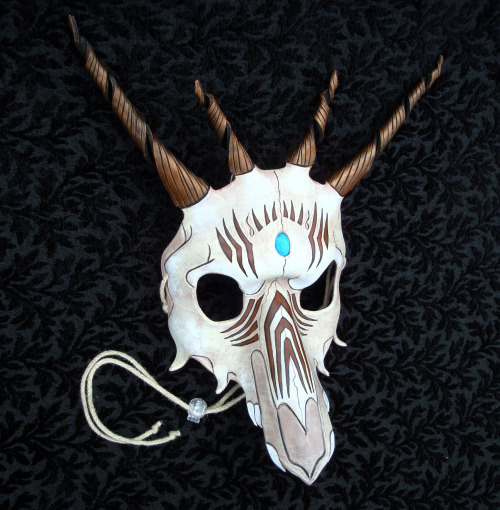 merimaskdesigns:  Newest mask that I'm still happy with.  I might be sending this to a guy in DC for a photo shoot.  Available in my Etsy shop:  https://www.etsy.com/shop/merimask   MERIMASK IS ON TUMBLR NOW.   Everyone go follow her at once and break Tumblr's servers, please.
