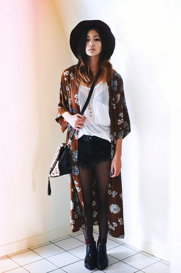 lookbookdotnu:  Sometimes noise is just your mind (by Alyssa Lau)