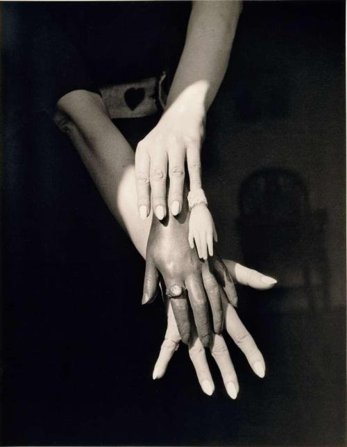 cavetocanvas:  Claude Cahun, Untitled, 1939