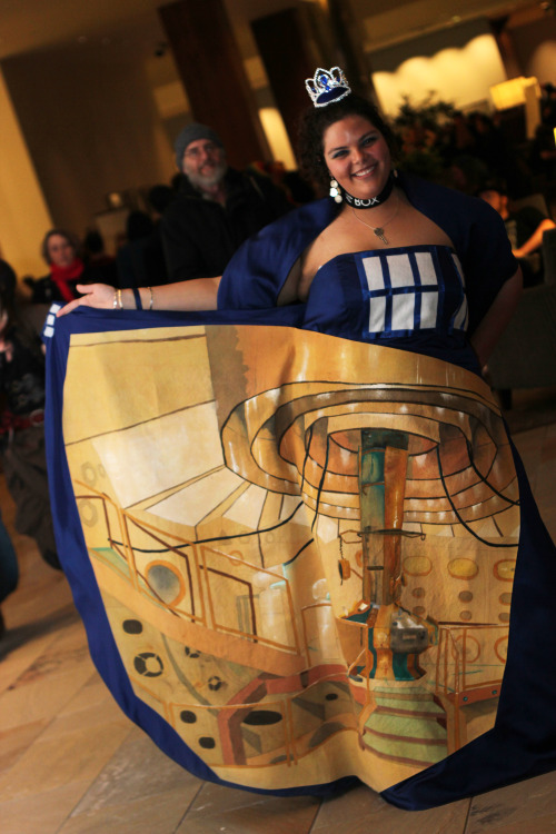 taste-of-paint:  Really good interpretation of a tardis in a cosplay~ (Arisia 2013) The brilliant cosplayer is Sasha Trabane and her dress is painted byAndy Coyle. Also posted on io9 and BBC America More Cosplay Photography