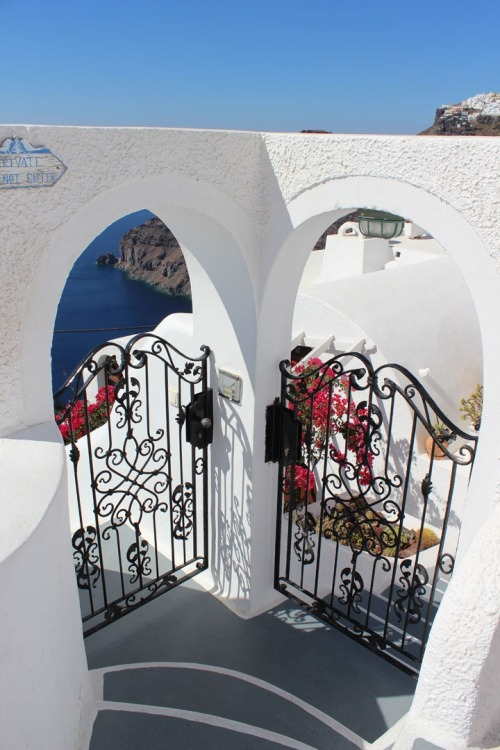 clubwolfe:  freshuclub:  ✩ galaxiae:  Santorini though. (☂ following back until I reach 4k ☂)