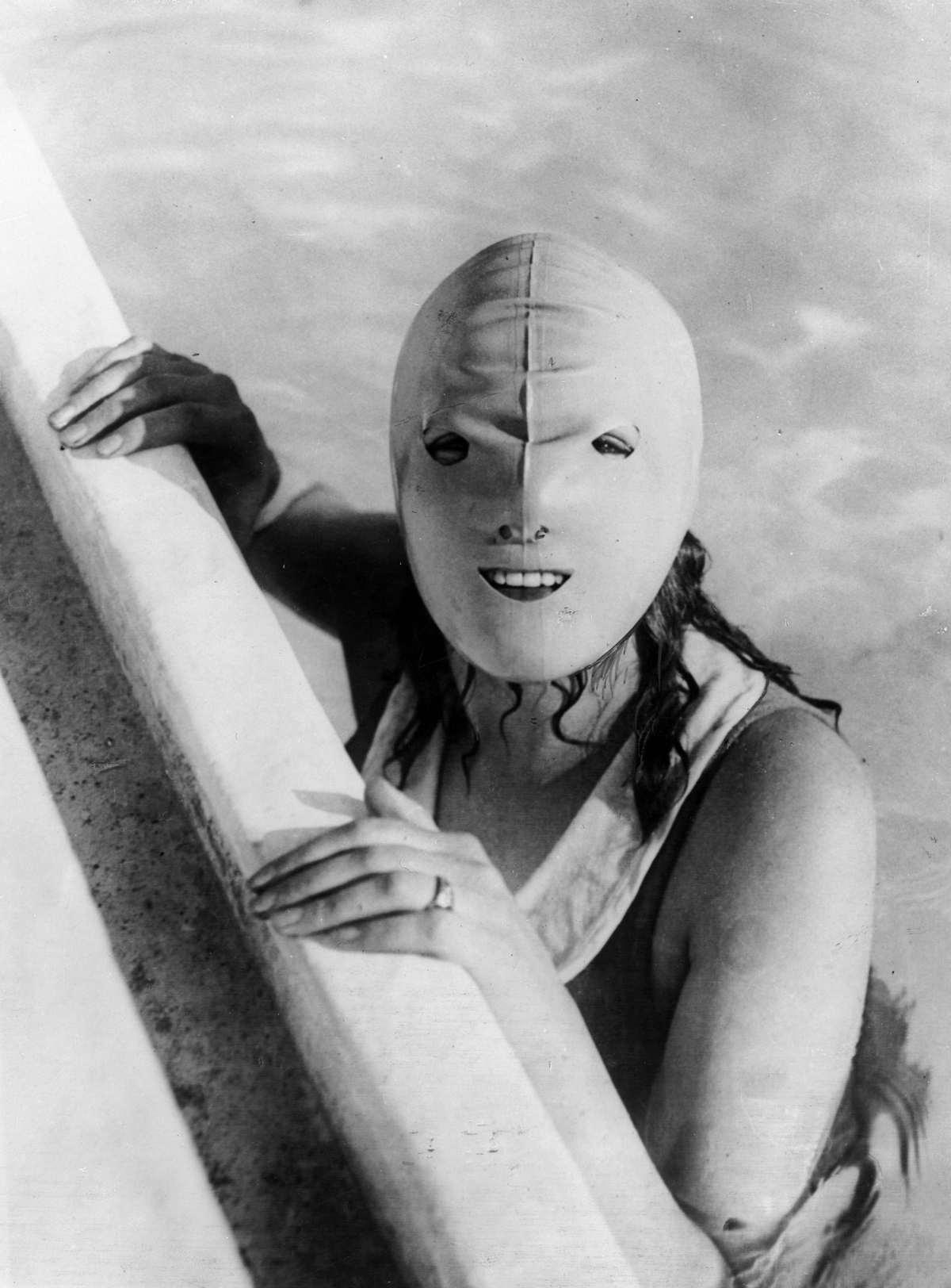 Full face swimming mask, designed to protect the wearers face from the harmful effects of the sun, 1920s (via Retronaut)