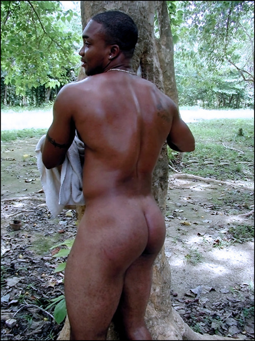 stupidthick:  theluckeystar:  Jamaican Exotic Dancer 'Mr. Body'!   Mr Body eh? I see why, that ass…is perty