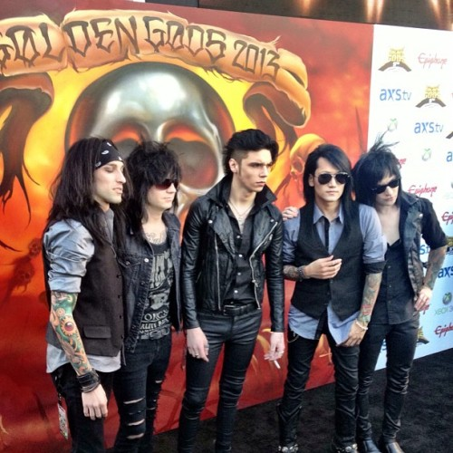 BVB ARMY! You are the greatest fans ever, and we can't thank you enough for voting for us year after year! This year we take home the Song of the Year award for In The End! This makes us the only band to win an award 3 years in a row, and it's all because of you guys! As a THANK YOU we are having a 33% sale off in our store from right now until the end of the weekend (Sunday at Midnight PST). Enter Coupon Code - 3GoldenGods - at checkout! Thanks!