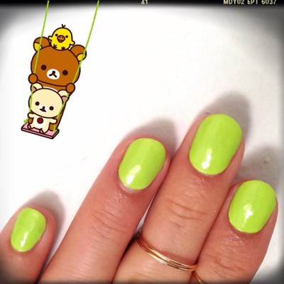 @sally_hansen neon green + @vsxnsta rings »>