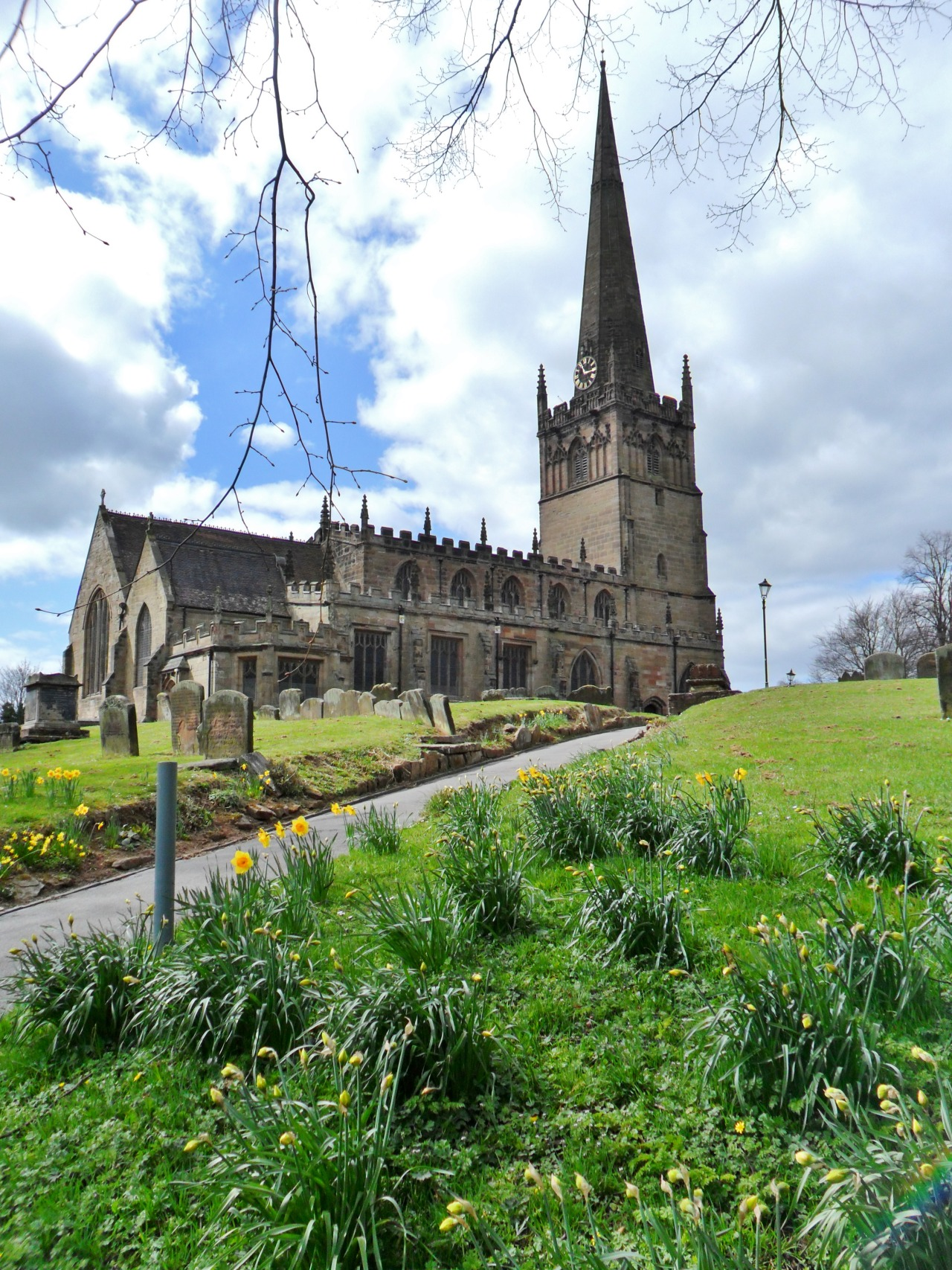 vwcampervan-aldridge:  Daffodils and cloudy skies St John's Church Bromsgrove, Worcestershire, England All Original Photography by http://vwcampervan-aldridge.tumblr.com